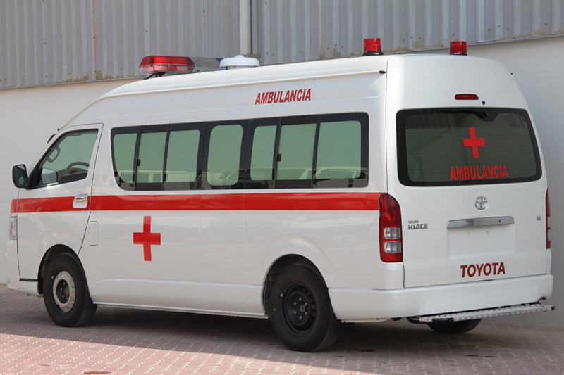 toyota-hiace-4x2-high-roof-ambulance-1-